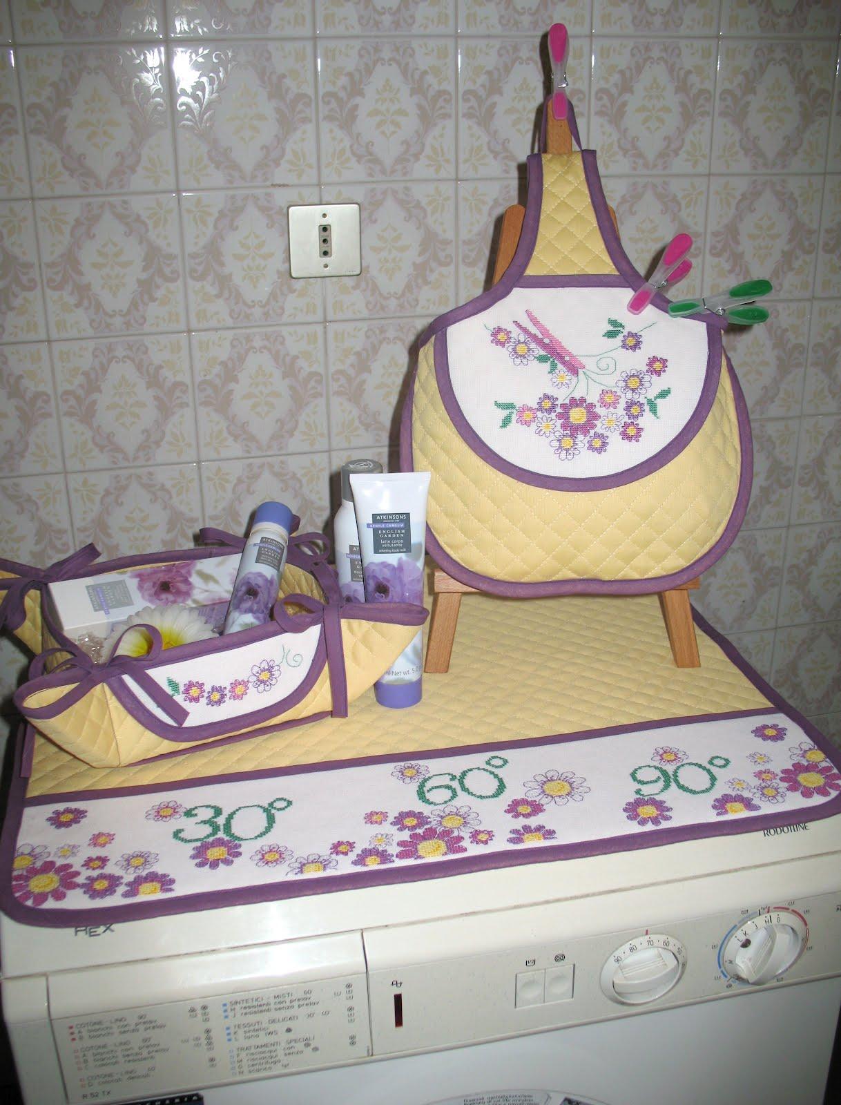 Le realizzazioni di barbara69 copri lavatrice asciugamani con iniziali varie strisce - Coordinati bagno ...