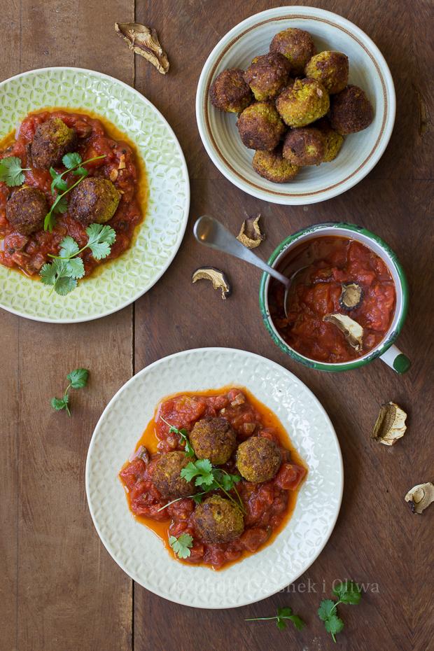 Falafele dyniowe z sosem pomidorowo-grzybowym
