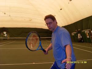 Tennisopetusta minitenniksestä aikuistennikseen