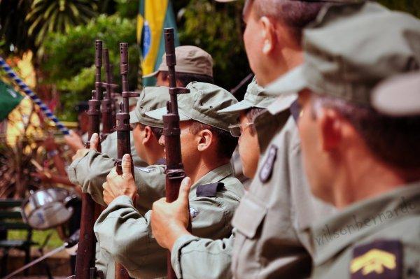 http://3.bp.blogspot.com/-lmHkLxdyr9w/ThZWMvnoD5I/AAAAAAAAYC0/_heUs25KVGQ/s1600/WB-soldados2.JPG