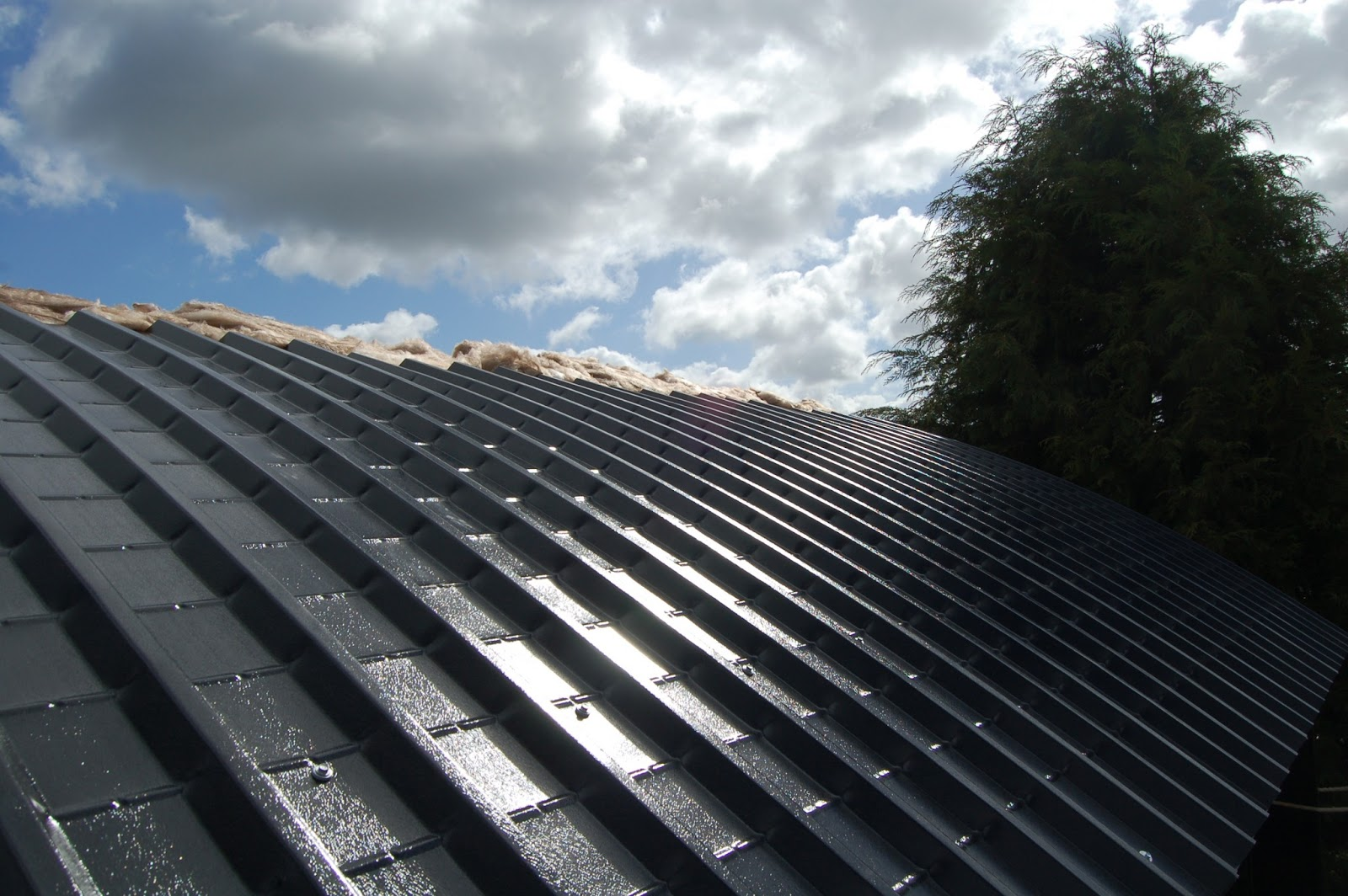 Woodhayes installing the roof and liner insulation and the exterior cladding for Exterior roof insulation products