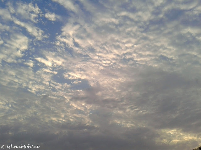 प्रतिमा: बादल से भरा आकाश