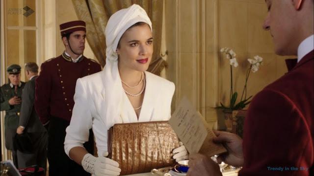 Sira Quiroga traje blanco con turbante. El tiempo entre costuras. Capítulo 6