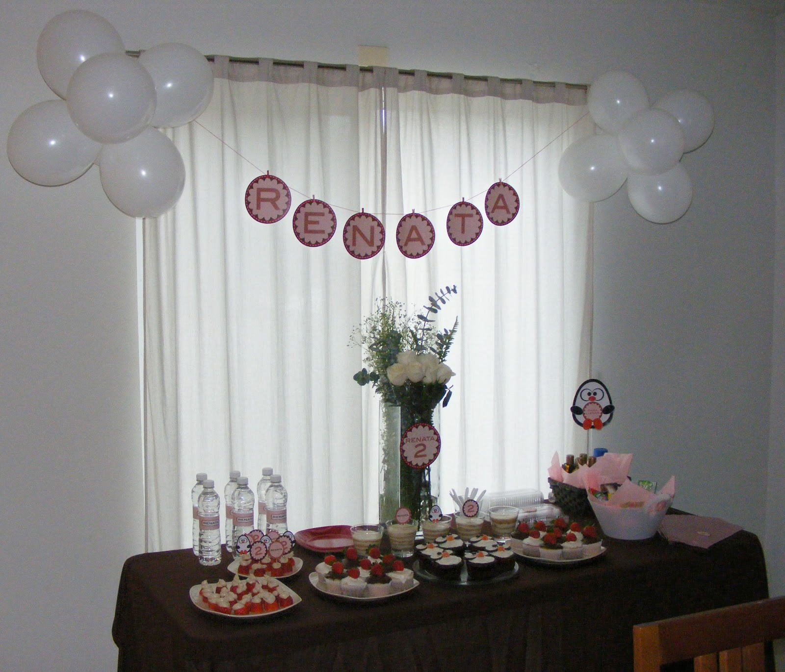 Mundo de poca decoraci n y postres de peque a fiesta infantil for Decoracion para pared pequena