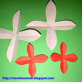 guntinglah kertas membentuk mahkota bunga