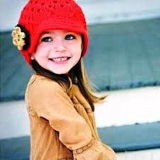 Foto Anak Perempuan Cantik Pakai Topi
