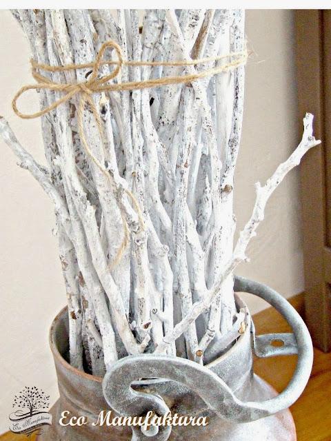 skandynawski motyw we wnętrzach sznurek jutowy i gałęzie
