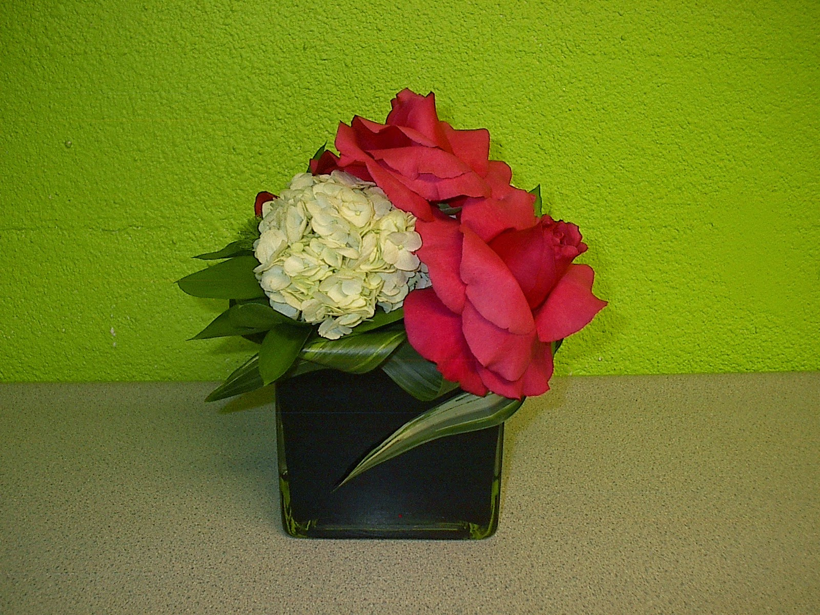 Black Vase White Hydrangeas With Hot Pink Roses For An Las Vegas