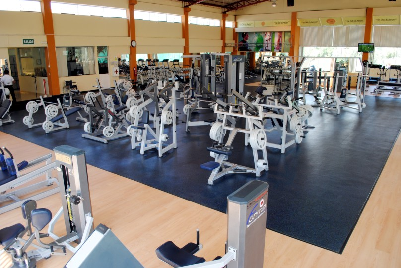 Deporteaqp club internacional inaugur renovado gimnasio for Gimnasio 7 am
