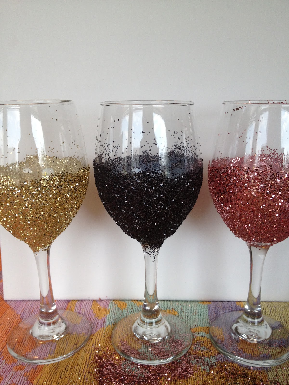 My simple obsessions diy glitter wine glasses How to make wine glasses sparkle