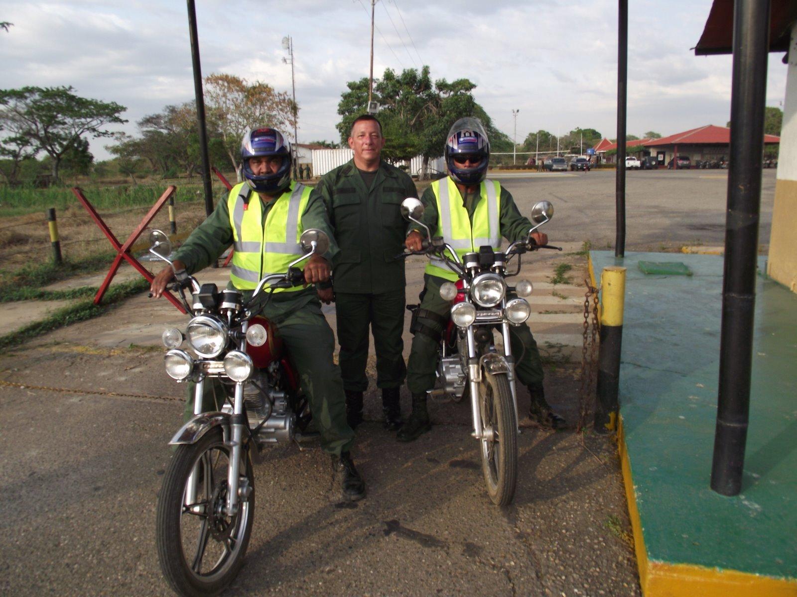 Milicia Bolivariana  Mi%2Bcoronel%2By%2Bla%2Bmilicia%2Bmotorizada