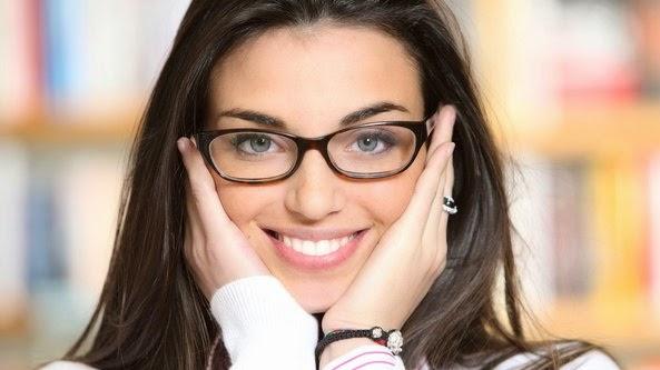 5 Model Kacamata Sesuai Tipe Wajah