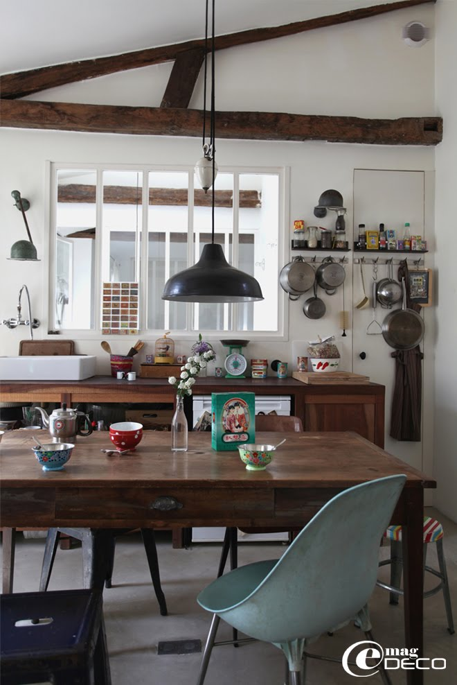 An apartment in the spirit of an atelier and a brocante, story of the magazine e-magDECO