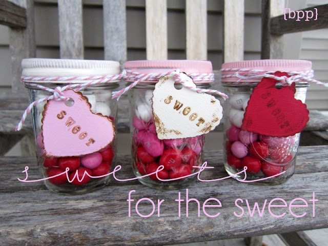 http://simplykierste.com/2012/01/sweets-for-the-sweet-layered-candy-mason-jars.html