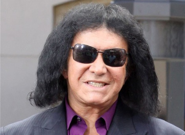 http://slog.thestranger.com/slog/archives/2014/04/04/does-gene-simmons-wear-a-rug