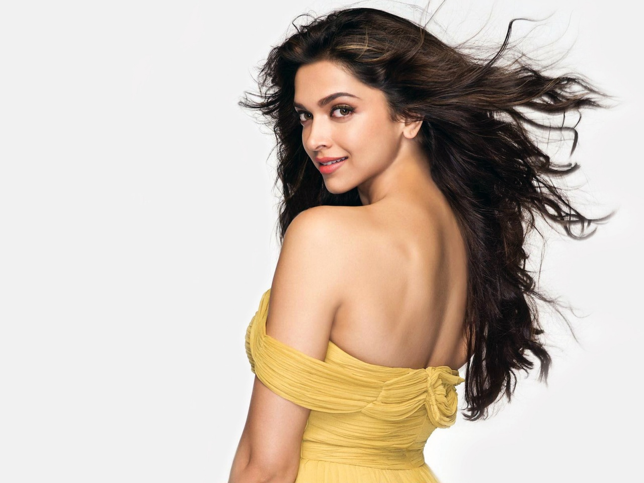 http://3.bp.blogspot.com/-lp0UuCFKaBg/USo6z6jP27I/AAAAAAAAAJY/ZR0EwGsosuw/s1600/Bollywood+Actress+Deepika+Padukone+Hot+Wallpapers.jpg
