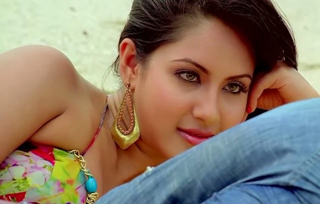 Pooja+Bose+Hot+Picture+from+Loveria006