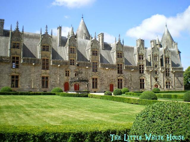 http://thelittlewhitehouseontheseaside.blogspot.fr/2013/06/chateau-de-josselin.html