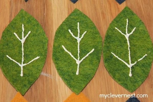 easy fall table runner with felt leaves #myclevernest #turkeytablescapes #joanncraft