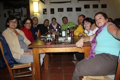 Tapeo de papas asadas en actividad organizada Camping La Lomilla Jérez del Marquesado
