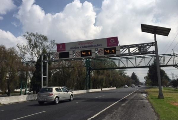 Auto en Paseo Tollocan