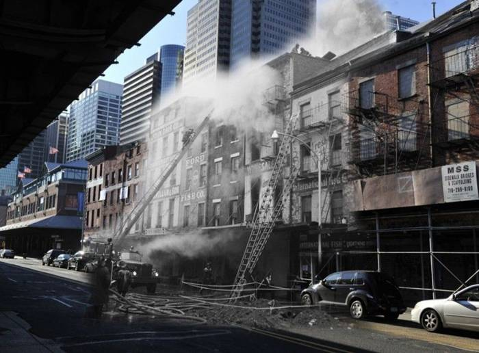 February 26, 1961. Fire in the buildings of the old fish market. The buildings are still standing, although some of them were a few floors below.