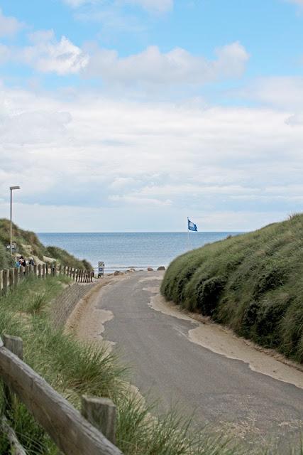 Amalie loves Denmark Løkken: mit dem Auto an den Strand