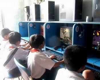 Nhiều học sinh chìm đắm trong thế giới game online mà sao nhãng học hành