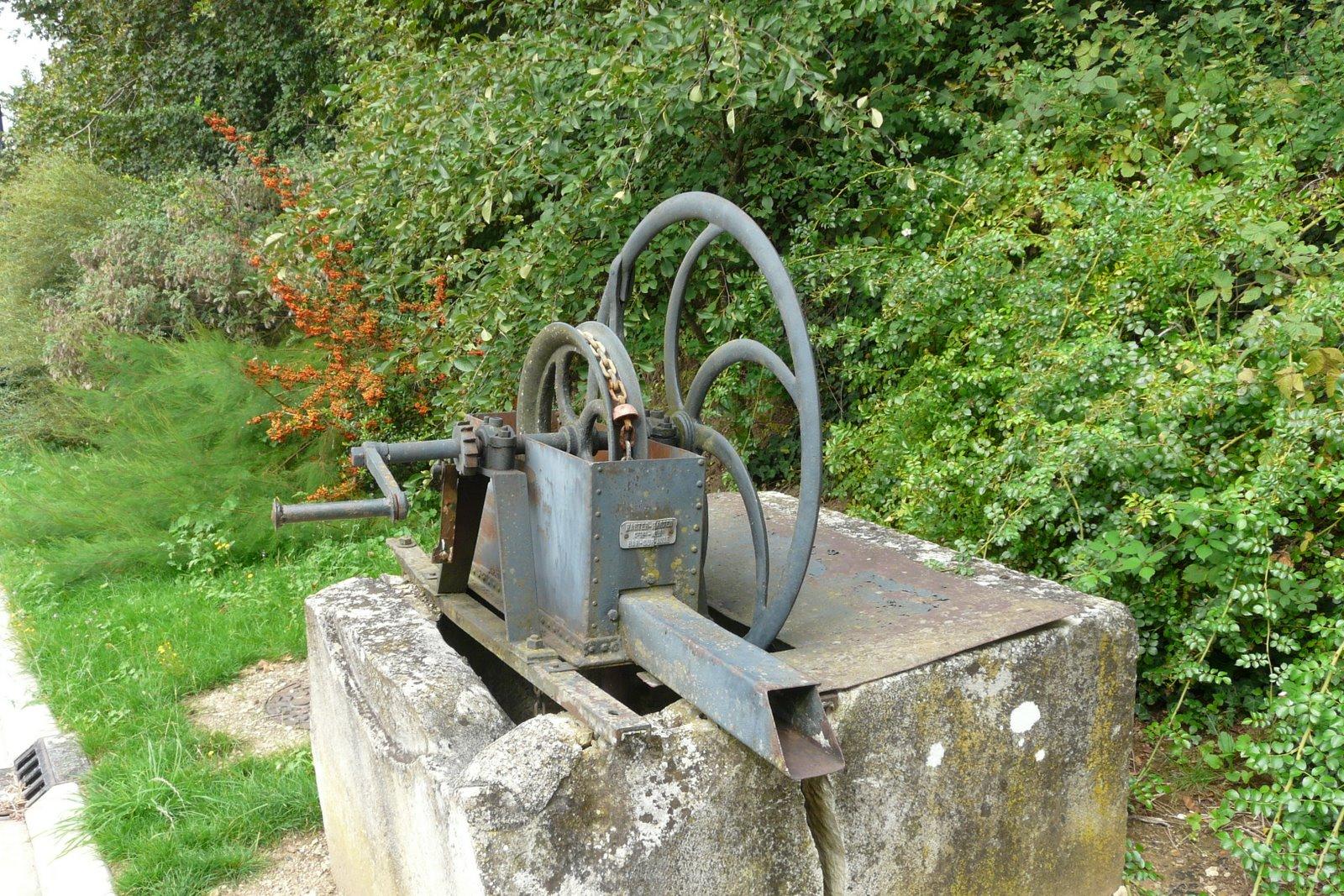 Brienne le ch teau et sa r gion l vigny pompe eau godet - Pompe manuelle pour puit ...
