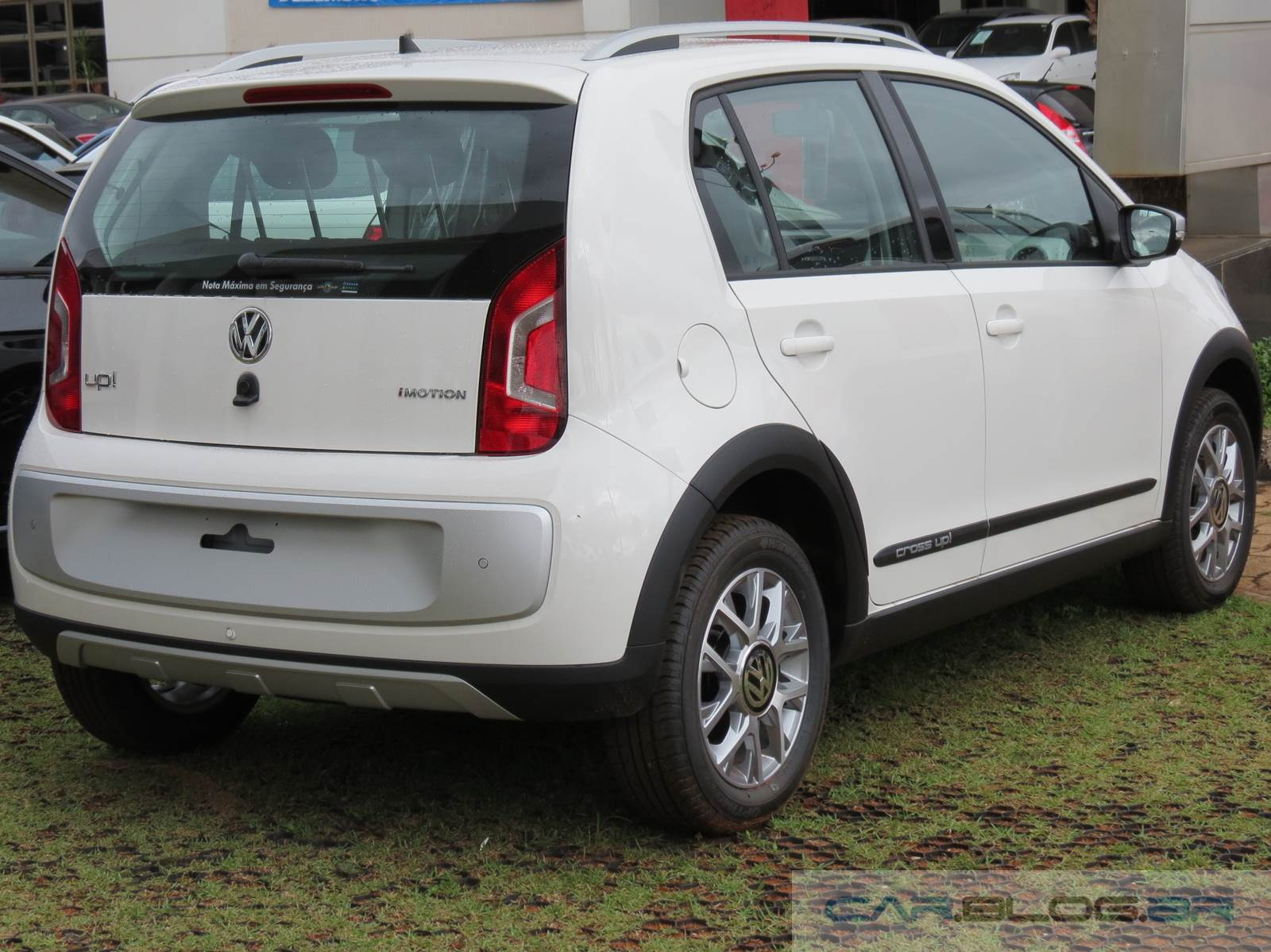 Volkswagen Crsso Up! I-Motion x Fiat Uno Dualogic