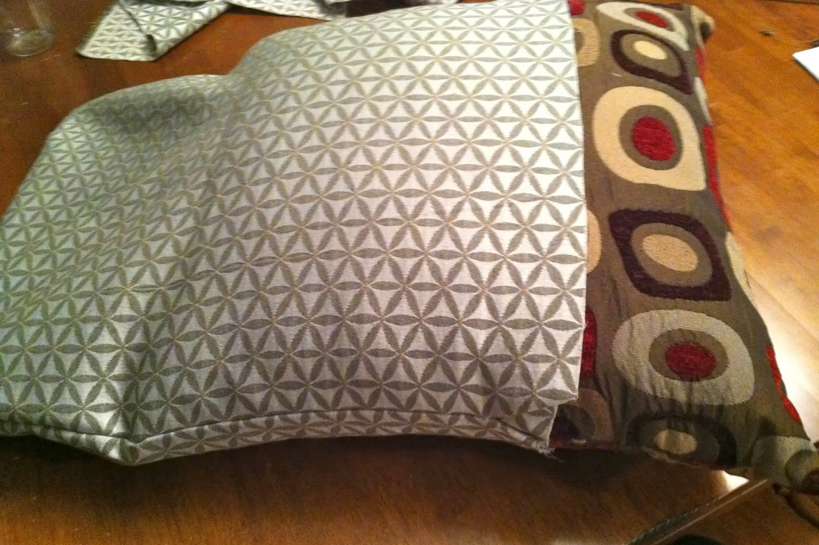 No sew pillow covers using hot glue & DIY Why Spend More: No sew pillow covers using hot glue pillowsntoast.com