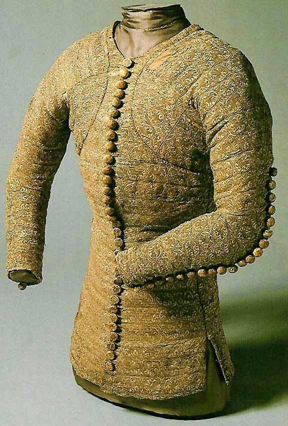 """""""Pourpoint"""" espécie de vestimenta da época usada pelo Beato Charles"""