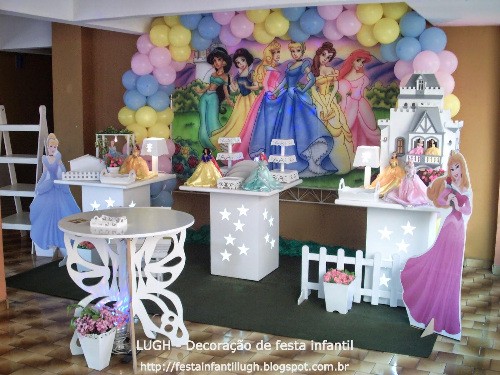 Decoração provençal com o tema das Princesas Disney para festa de aniversário infantil