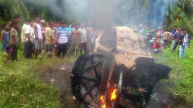citisfm-Avanza Angkut Kambing curian Dibakar Massa