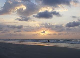 por do sol na praia da ponta verde maceió