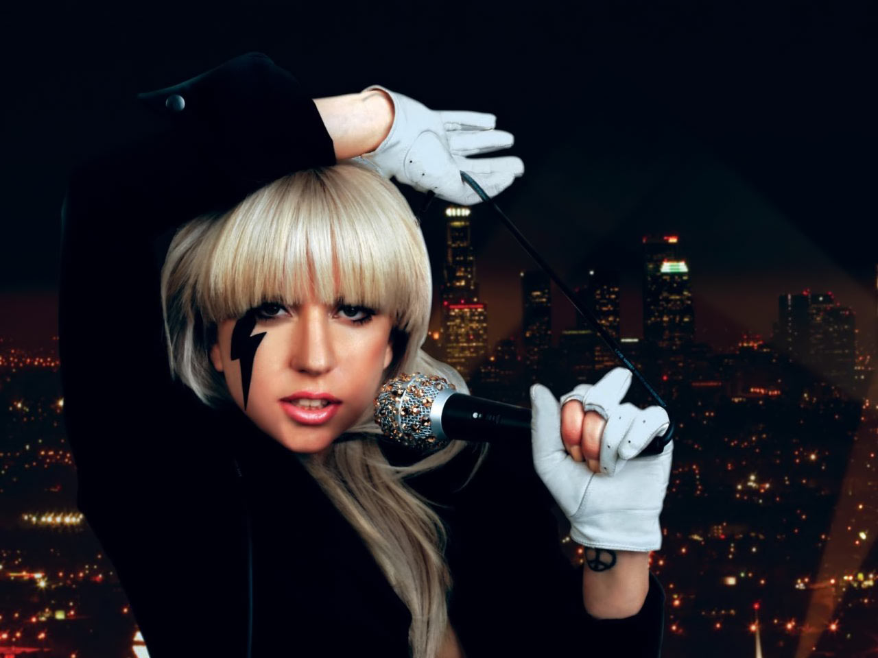 http://3.bp.blogspot.com/-lqg9uGATCRM/UBVxjukUoMI/AAAAAAAAAe4/5NeMrU0-mVA/s1600/Lady+Gaga+Phenomenon-top-celebrity2011.blogspot.com-lady-gaga-wallpaper.jpg