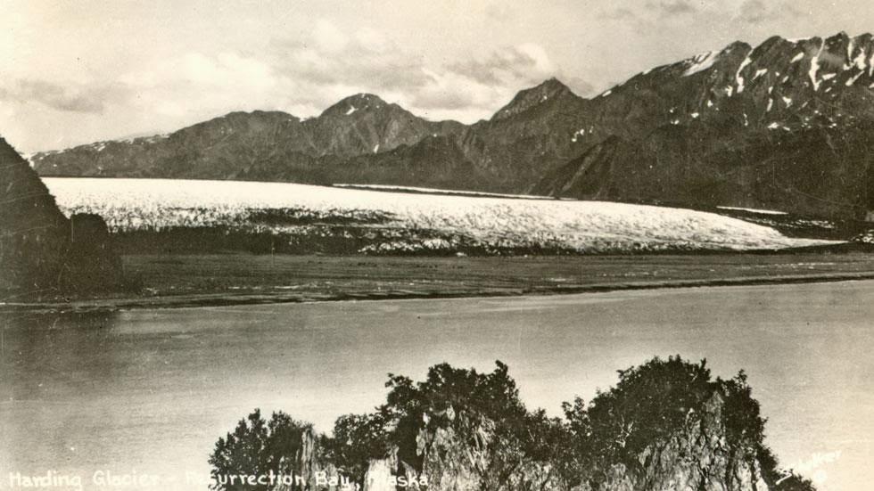 Las huellas del cambio climático en Alaska durante más de 100 años Bear+Glacier+(1920s)+-+This+is+Alaska's+Muir+Glacier+&+Inlet+in+1895.+Get+Ready+to+Be+Shocked+When+You+See+What+it+Looks+Like+Now.