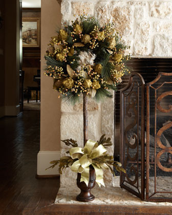 Eye for design decorating with metallic gold especially at christmas Metallic home decor pinterest