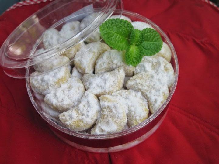kue putri salju putri salju adalah kue kering yang sering dibuat orang ...