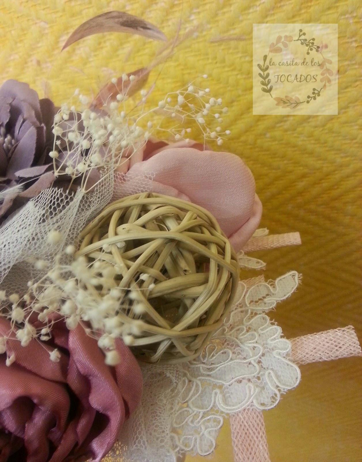 ramo de novia original realizado por encargo artesanal con flores de tela, bola de ratán, sinamay...