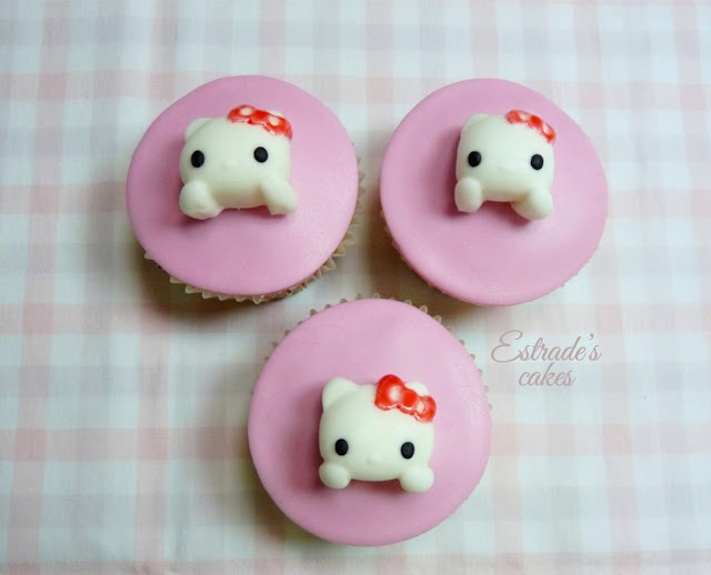 cupcakes de Hello Kitty con fondant - 2