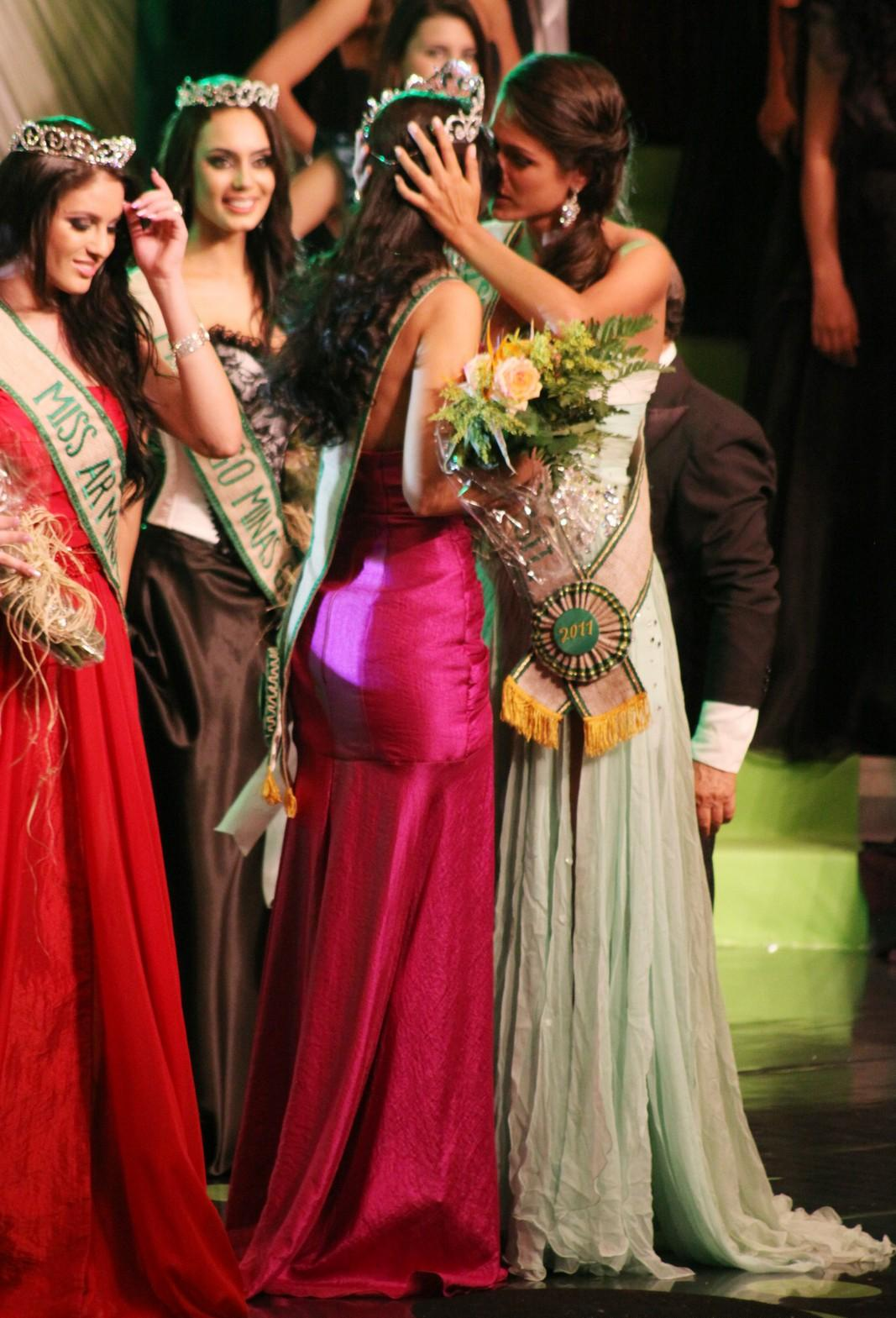 Brant Camila Goncalves won miss earth brazil 2012