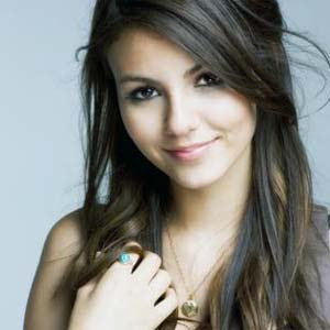 Victoria Justice - Beggin' On Your Knees Lyrics | Letras | Lirik | Tekst | Text | Testo | Paroles - Source: mp3junkyard.blogspot.com