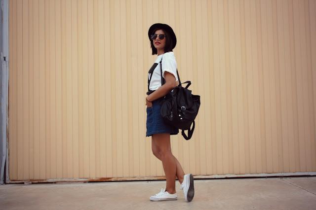 falda tejana con botones-converse-oversize-sombrero-mochila