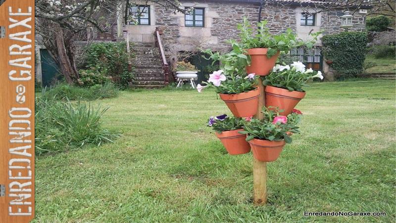 Ver como hacer una torre de macetas para plantas con flores, enredandonogaraxe.com