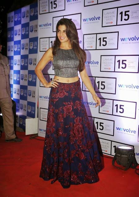 Jacqueline Fernandez Displays Her Toned Midriff At Manish Malhotra Show