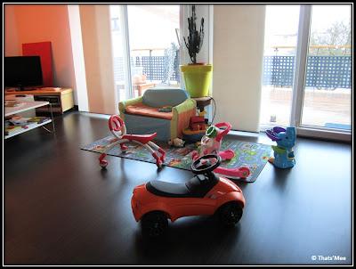 mini-voiture enfants BMW orange, tapis jeu circulation urbaine
