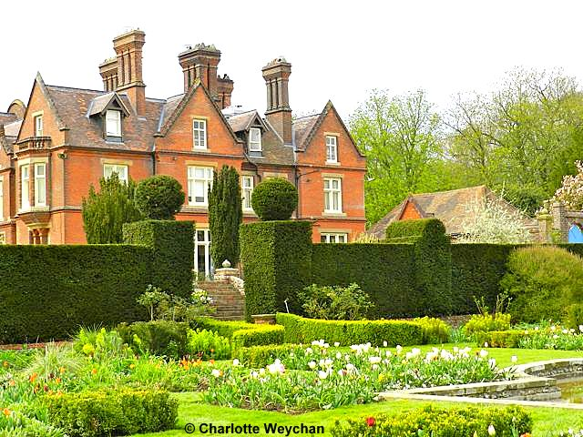 Glorious spring gardens V - Doddington Place, Kent | The Galloping ...