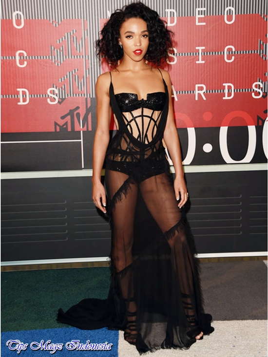 penampilan fka twigs di red carpet mtv vma 2015