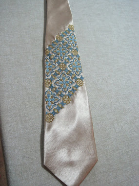 Embroidered tie - 1 panel
